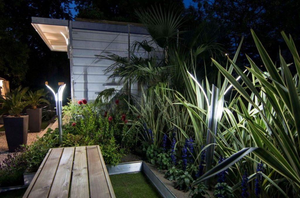 Immagini Di Giardini Moderni : Design e funzionalità dei lampioni da giardino moderni giardini verdi
